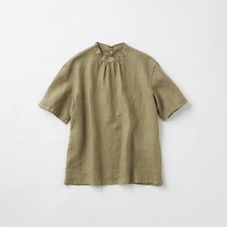 イデー(IDEE)のPOOL いろいろの服 スタンドカラーブラウス オリーブ(シャツ/ブラウス(半袖/袖なし))