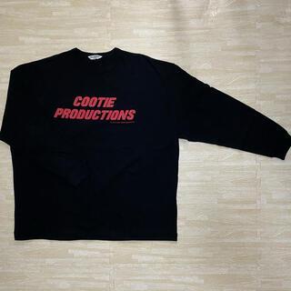 クーティー(COOTIE)のCOOTIE/Print L/S Tee(LOGO)(ブラック/レッド)(Tシャツ/カットソー(七分/長袖))
