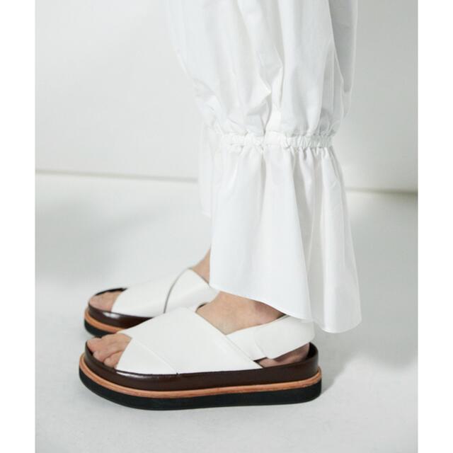ENFOLD(エンフォルド)のエンフォルド クロスフラットサンダル サイズ37 新品 レディースの靴/シューズ(サンダル)の商品写真