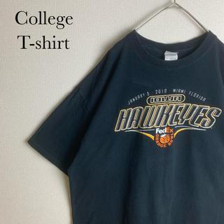ギルタン(GILDAN)のUS ビンテージ 古着 カレッジ ロゴ アイオワ ホークアイズ 半袖 Tシャツ(Tシャツ/カットソー(半袖/袖なし))