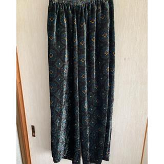 トーガ(TOGA)の19aw toga virilis velvet print pants 44(スラックス)