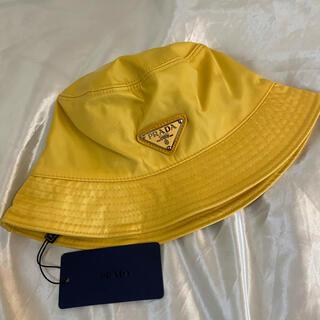 プラダ(PRADA)のPRADA プラダ ロゴ バケットハット イエロー 黄色 パステル 帽子 (ハット)