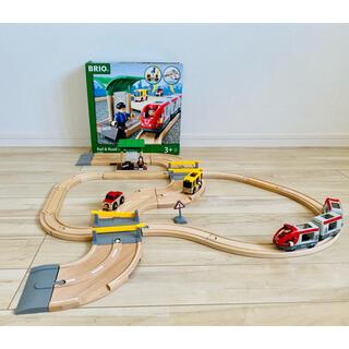 ブリオ(BRIO)のBRIO ( ブリオ ) WORLD レール&ロードトラベルセット(電車のおもちゃ/車)