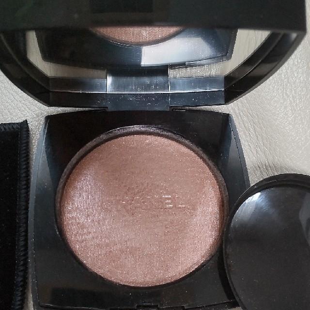 CHANEL(シャネル)のシャネル プードゥル ルミエール 10 アイヴォリー ゴールド フェイスパウダー コスメ/美容のベースメイク/化粧品(フェイスパウダー)の商品写真