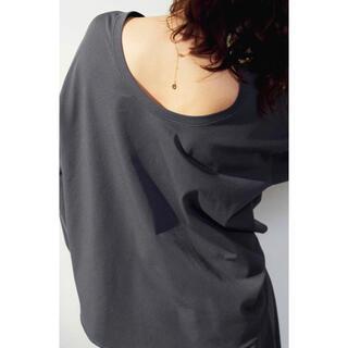 Mila Owen - 未使用 ミラオーウェン 背中開きロングTシャツ チャコールグレー