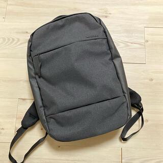 インケース(Incase)のincase City Dot Backpack Black(リュック/バックパック)