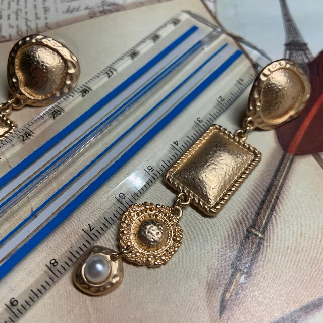 Ameri VINTAGE(アメリヴィンテージ)の上品ヴィンテージメタルパールピアス レディースのアクセサリー(ピアス)の商品写真