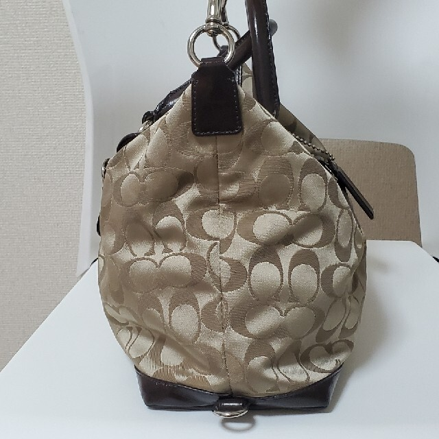 COACH(コーチ)の『超美品』コーチシグネチャーサッチェル肩掛けショルダーバッグ レディースのバッグ(ショルダーバッグ)の商品写真