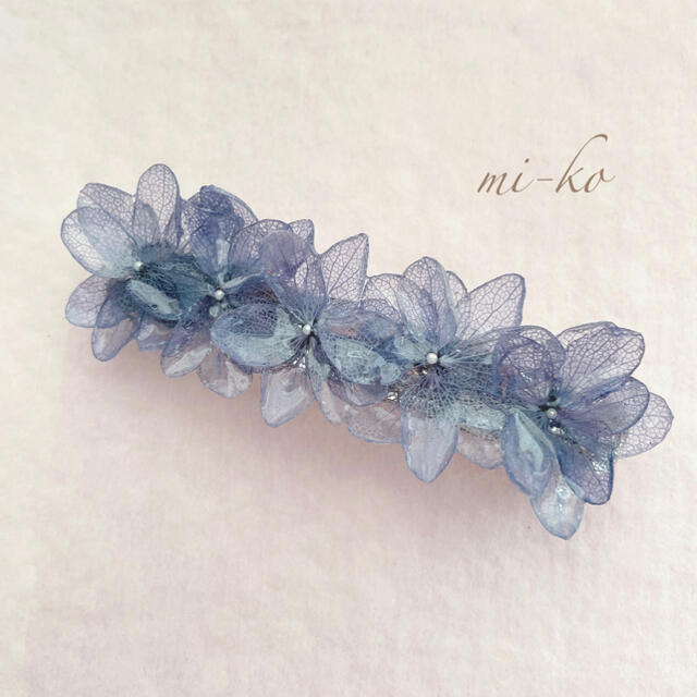 紫陽花のバレッタ ネイビー 大 ハンドメイドのアクセサリー(ヘアアクセサリー)の商品写真