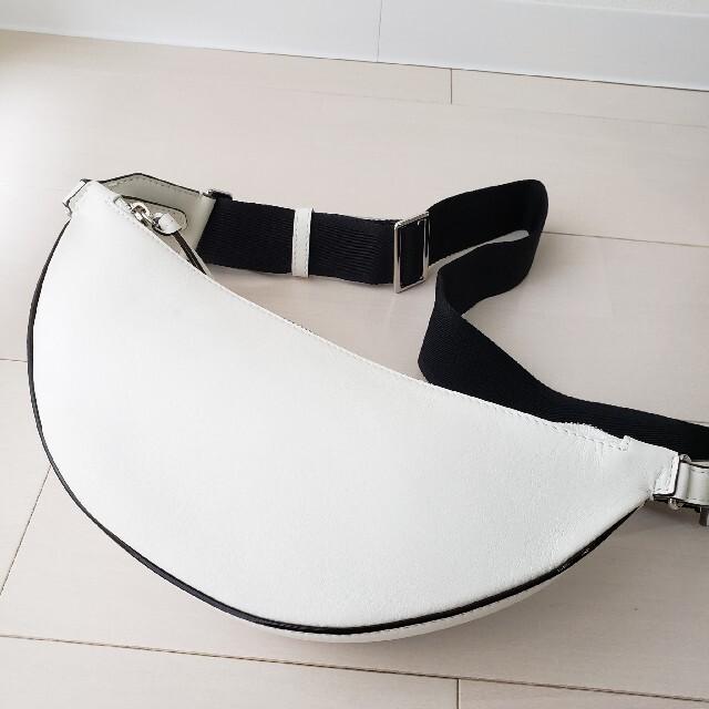 JIMMY CHOO(ジミーチュウ)の新品同様【ジミーチュウ】FIFERスタッズ カーフレザー ベルトバッグ レディースのバッグ(ボディバッグ/ウエストポーチ)の商品写真