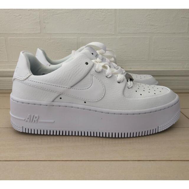 NIKE(ナイキ)の【新品未使用】22.5 ナイキ エアフォース1 SAGE LOW ホワイト レディースの靴/シューズ(スニーカー)の商品写真