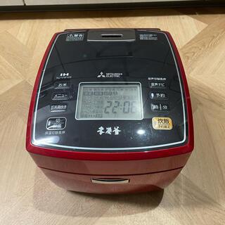 ミツビシデンキ(三菱電機)の【美品・送料込み】貴重の赤色 三菱 IHジャー 本炭釜 NJ-VW105(炊飯器)