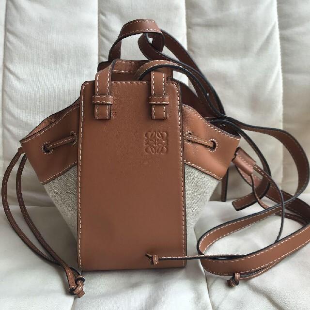 LOEWE(ロエベ)のロエベ ハンモックバッグ ミニ タンナチュラル レディースのバッグ(ショルダーバッグ)の商品写真