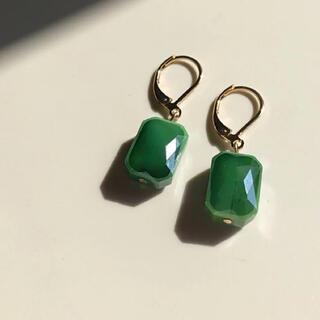 ザラ(ZARA)の022 一粒ビジュー 長方形ミニ 森グリーン ピアス イヤリング 緑色 深緑(ピアス)