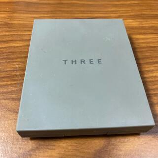 THREE - THREE シマリンググローデュオ 01 部分用ファンデーション