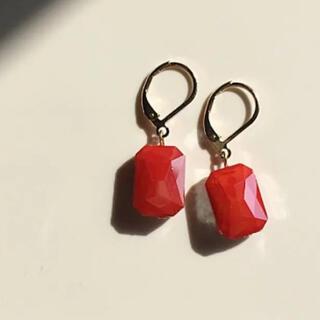 ザラ(ZARA)の022 一粒ビジュー 長方形ミニ 朱色 赤 レッド ピアス イヤリング コーラル(ピアス)