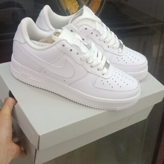 NIKE - Nike Air Force 1 '07 白 23.5cm