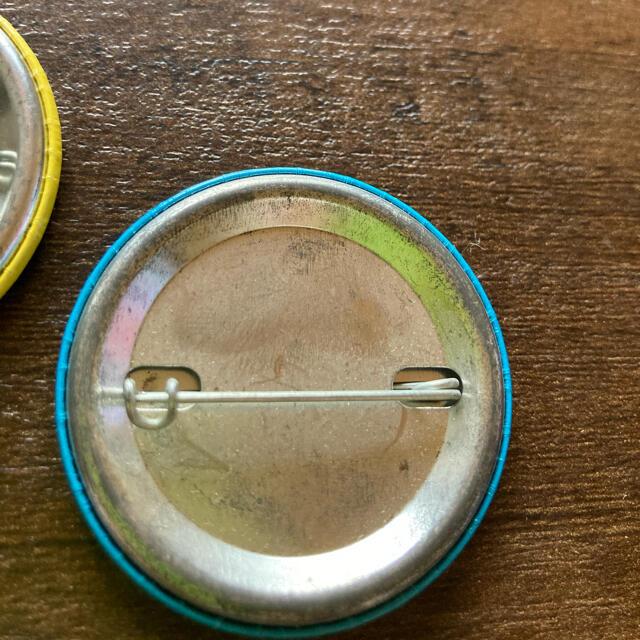 Ron Herman(ロンハーマン)のロンハーマンRH ノベルティー缶バッジ 2個 エンタメ/ホビーのコレクション(ノベルティグッズ)の商品写真
