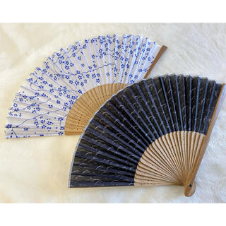 【新品】扇子 黒波柄 白青桜柄 2本組セット