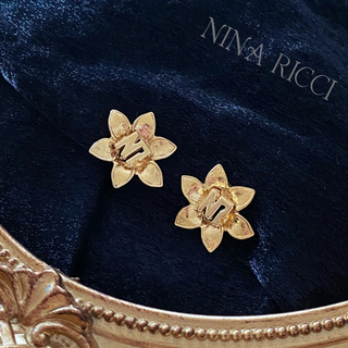 ニナリッチ(NINA RICCI)のNINA RICCI ニナリッチ イニシャル フラワー イヤリング ヴィンテージ(イヤリング)