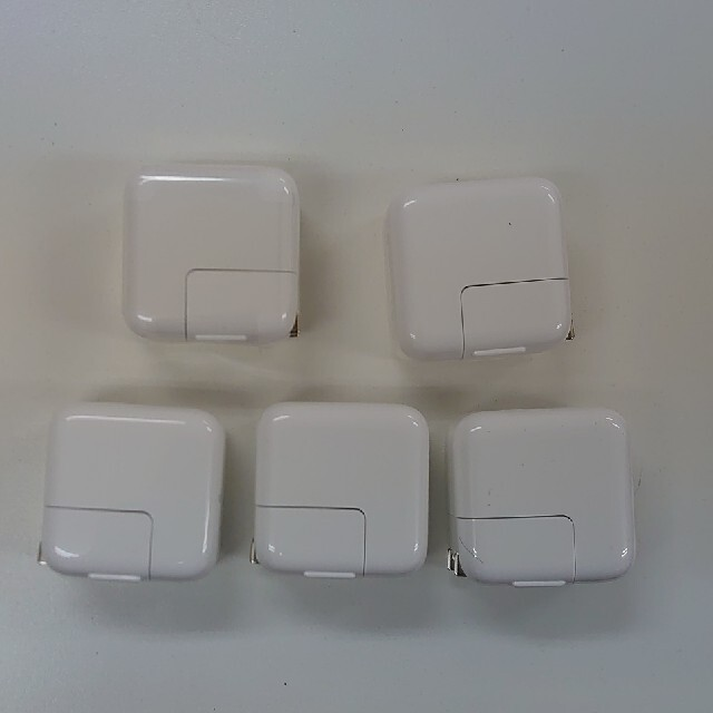 Apple(アップル)の12W Apple Power Adapter 5個セット(純正ケーブル付き) スマホ/家電/カメラのスマートフォン/携帯電話(バッテリー/充電器)の商品写真