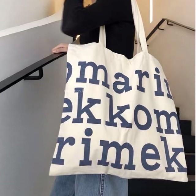 marimekko(マリメッコ)のマリメッコ ロゴ トートバッグ ネイビー Marimekko 大きめ 大容量 レディースのバッグ(トートバッグ)の商品写真