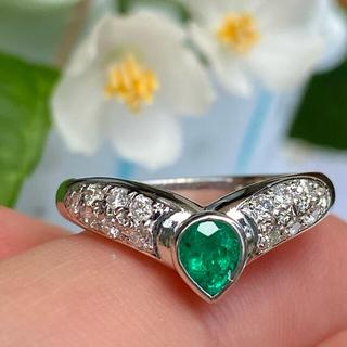 pt900   鮮やかなビタミン グリーン  エメラルド ダイヤモンド リング