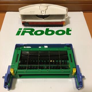アイロボット(iRobot)のルンバのメインブラシモジュールとダストボックス(掃除機)