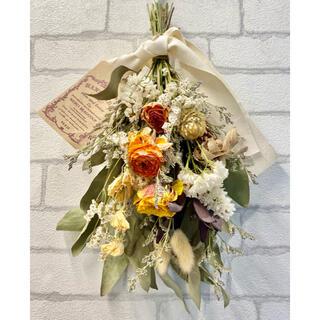 ドライフラワー スワッグ❁¨̮黄色 オレンジ 白 薔薇 ラナンキュラス 花束♪(ドライフラワー)