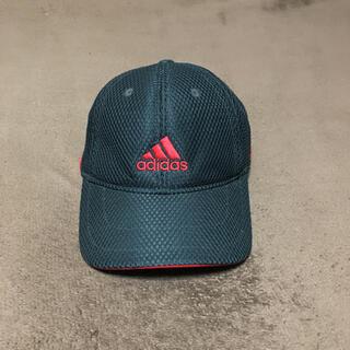 アディダス(adidas)のアディダス  (子供用)サイズ調節可能♪赤・黒のコーデが可愛いネ(キャップ)