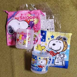 スヌーピー(SNOOPY)の新品未使用 スヌーピーコップ&巾着袋 2種類2セット(ランチボックス巾着)
