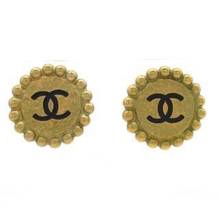 シャネル(CHANEL)のCHANEL(シャネル) 金属素材 ゴールド×黒(イヤリング)
