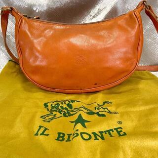 イルビゾンテ(IL BISONTE)のイルビゾンテ ショルダーバッグ 三日月 オレンジ ヤケヌメ 保存袋付 レディース(ショルダーバッグ)