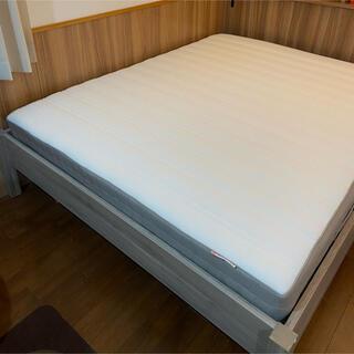 イケア(IKEA)のクイーンサイズ マットレス&フレーム IKEA(クイーンベッド)