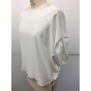 ティアラ(tiara)のnota ジョーゼット白ブラウス 新品未使用タグ付き(シャツ/ブラウス(半袖/袖なし))
