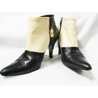 シャネル(CHANEL)のCCシャネルバイカラーレザー皮革クロコ型押リボンサイドジップブーティシューズ靴(ブーティ)