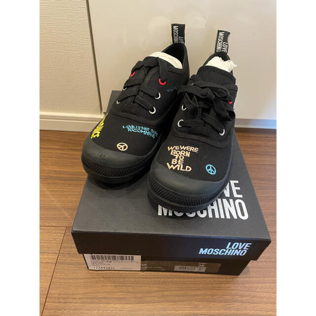 LOVE MOSCHINO 新品未使用 レディースの靴/シューズ(スニーカー)の商品写真