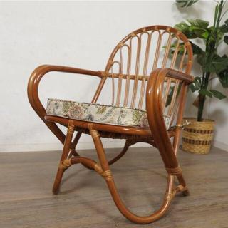 送料無料【新品 】すっぽり身体を包み込む 楽々ラタン 座椅子(座椅子)