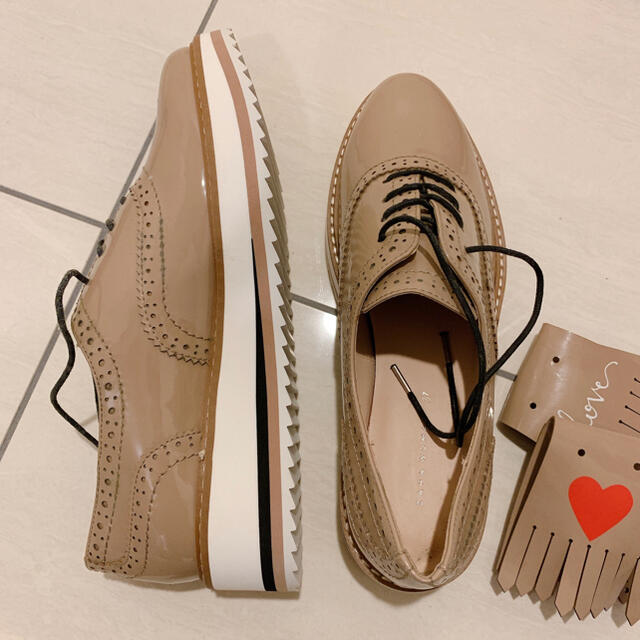 ZARA(ザラ)のZARA エナメルシューズ レディースの靴/シューズ(スニーカー)の商品写真