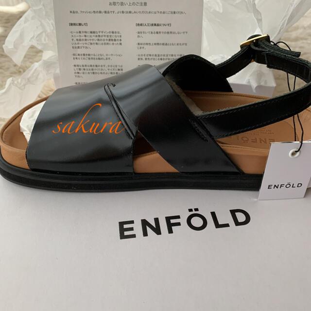 ENFOLD(エンフォルド)の新品未使用エンフォルド ENFOLD クロスフラットサンダル レザーブラック レディースの靴/シューズ(サンダル)の商品写真