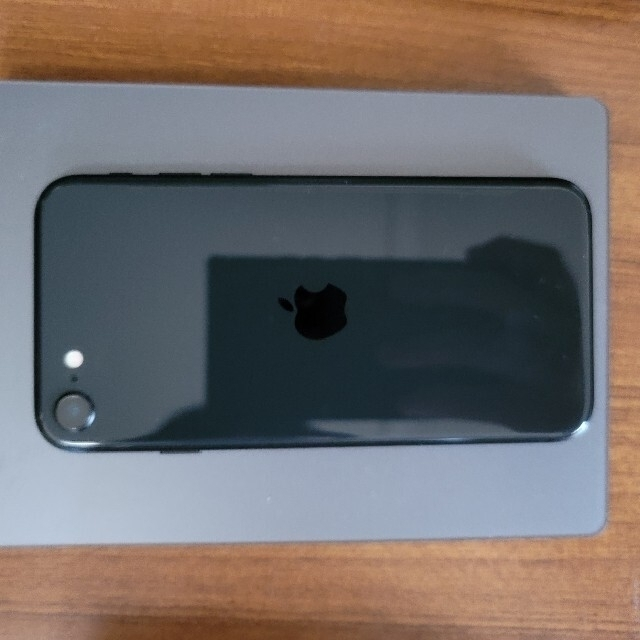 iPhone(アイフォーン)のiphone se 第2世代 64GB simフリー スマホ/家電/カメラのスマートフォン/携帯電話(スマートフォン本体)の商品写真