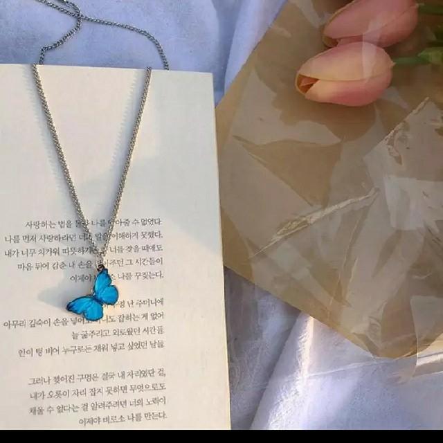 バタフライ 蝶々 ネックレス blackpink lisa 韓国 蝶   アゲハ レディースのアクセサリー(ネックレス)の商品写真