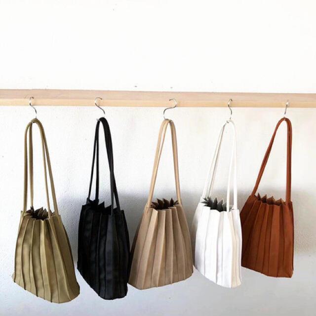 dholic(ディーホリック)の韓国ファッション♡カヌレバッグ 淡色女子 プリーツ ハンドバッグ ブラウン レディースのバッグ(ハンドバッグ)の商品写真