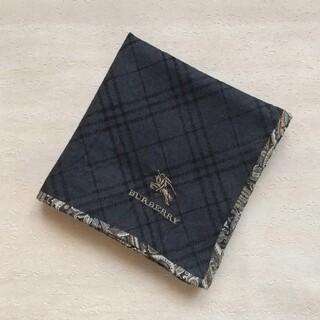 バーバリー(BURBERRY)のBURBERRY メンズ ハンカチ ポケットチーフ(墨黒・ペイズリー縁取り)(ハンカチ/ポケットチーフ)
