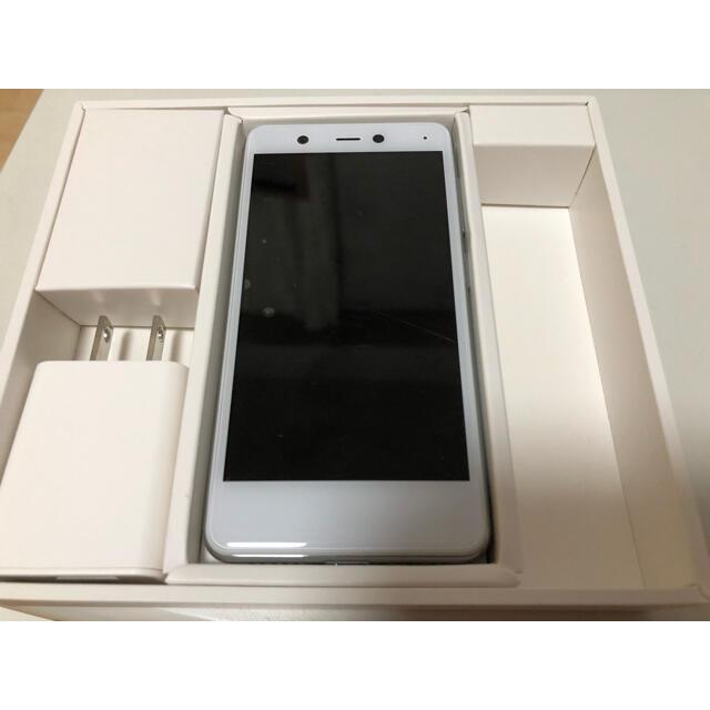 Rakuten(ラクテン)のRakuten Mini white ホワイト スマホ/家電/カメラのスマートフォン/携帯電話(スマートフォン本体)の商品写真