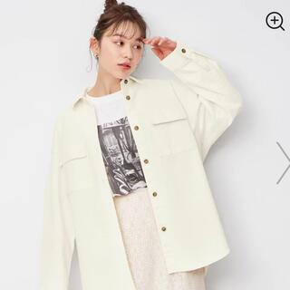 ジーユー(GU)のデニムダブルポケット オーバーサイズシャツ(Gジャン/デニムジャケット)