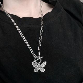 蝶々 バタフライ ヴィンテージ アンティーク ネックレス シルバー(ネックレス)