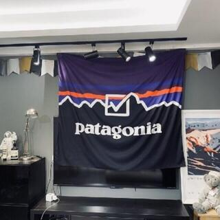 パタゴニア(patagonia)の壁掛けタペストリー ビッグフラッグ Patagonia(絵画/タペストリー)