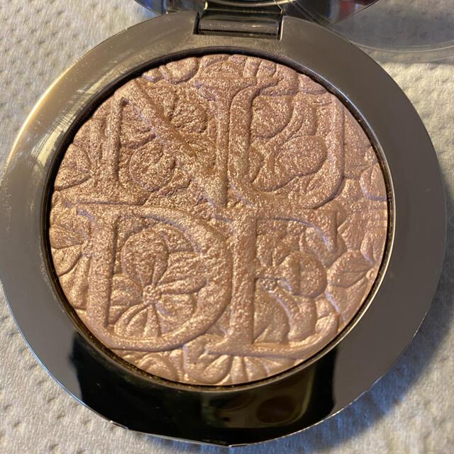 Dior(ディオール)の美品 ディオール スキン ヌードエアーパウダー コンパクト コスメ/美容のベースメイク/化粧品(フェイスパウダー)の商品写真