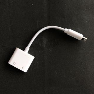 アイフォーン(iPhone)のiPhone イヤホン 充電 同時 3.5mm 変換アダプタ 2in1(その他)
